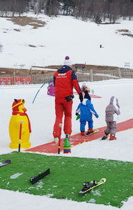 Jeux avec PiouPiou au Jardin d'Enfants